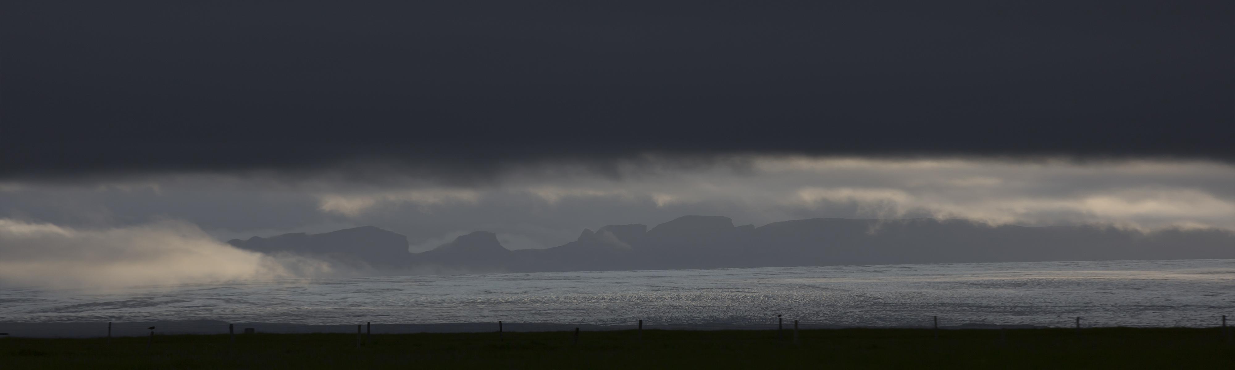 Sliderbild Gletscher Island mit Wolken