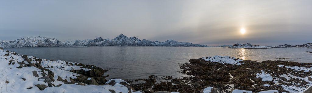 Sliderbild Lofoten Berge mit Sonne
